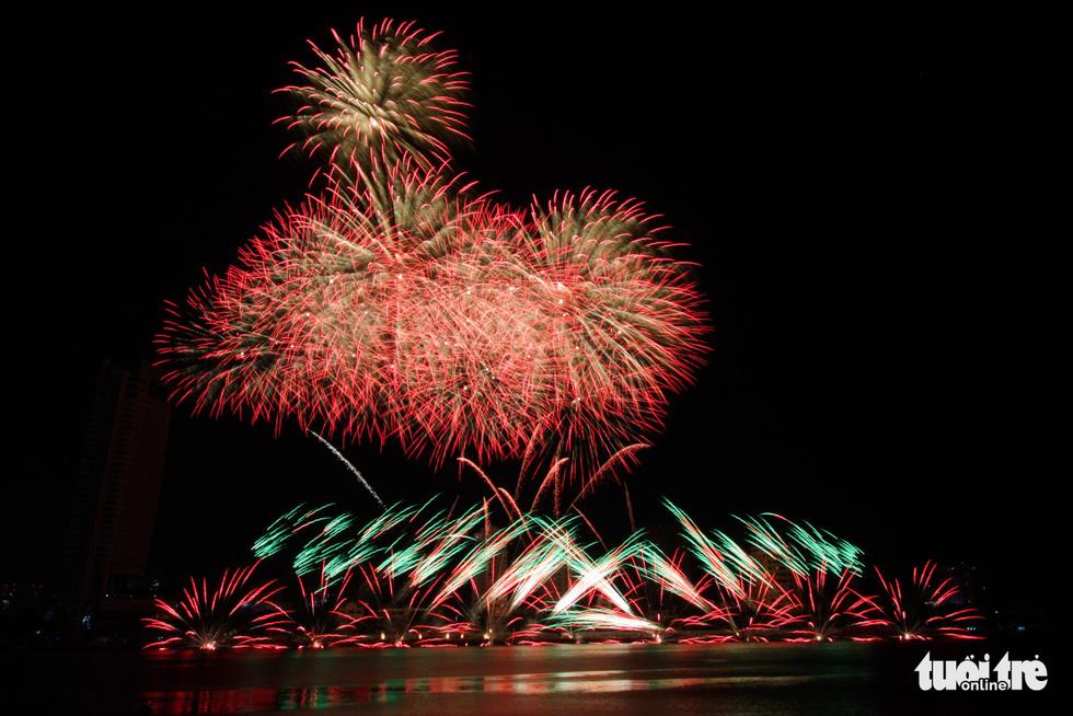 Đội pháo hoa Anh và Trung Quốc tỏa sáng bầu trời Đà Nẵng - Ảnh 7.