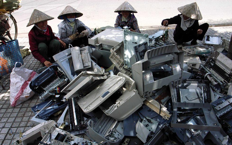 Thu hồi, tái chế rác thải: Chờ nhiều ông lớn điện tử, công nghệ... - Ảnh 1.