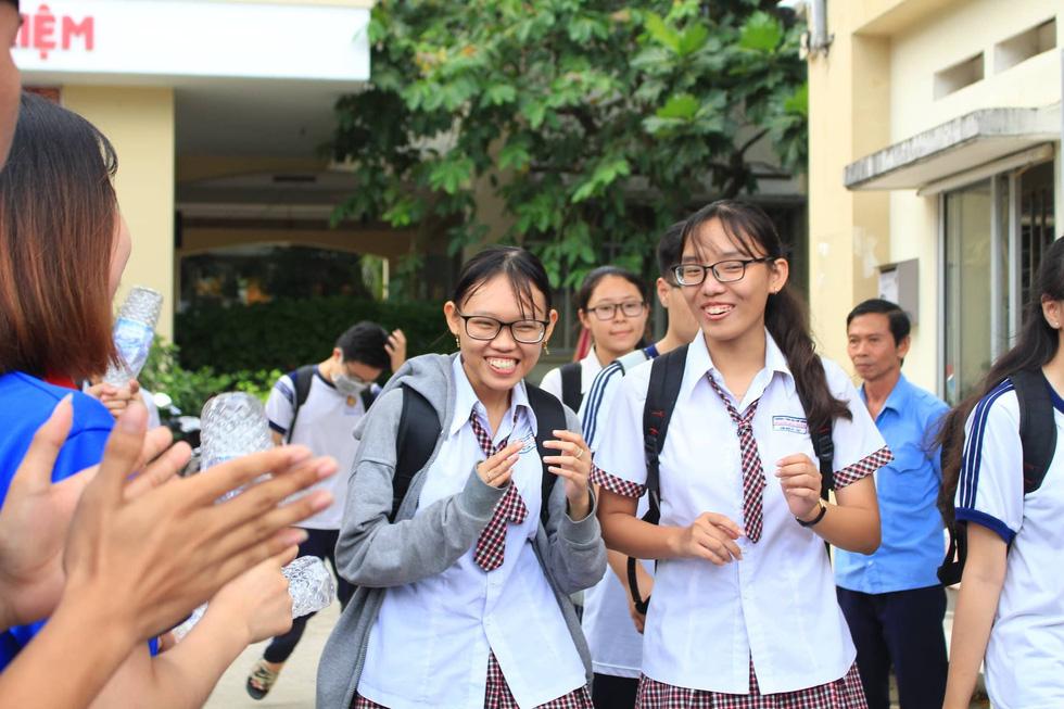 GS Võ Tòng Xuân: Không nên thi THPT quốc gia, sát hạch sinh viên tốt nghiệp - Ảnh 3.