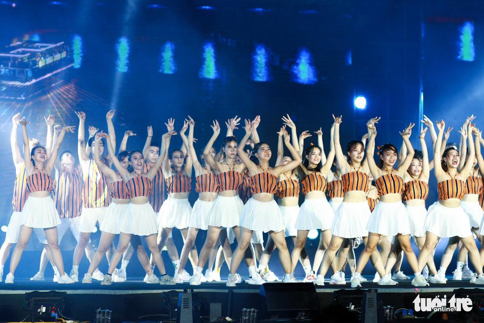 Bắt trend Để Mị nói cho mà nghe, giành giải nhất cuộc thi Flashmob - Ảnh 3.