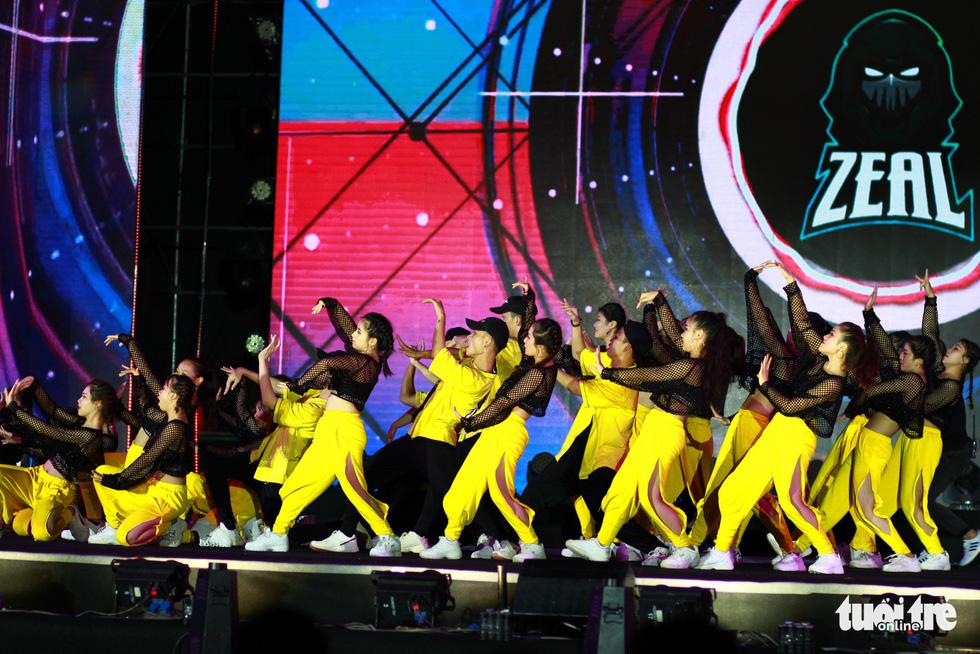 Bắt trend Để Mị nói cho mà nghe, giành giải nhất cuộc thi Flashmob - Ảnh 4.