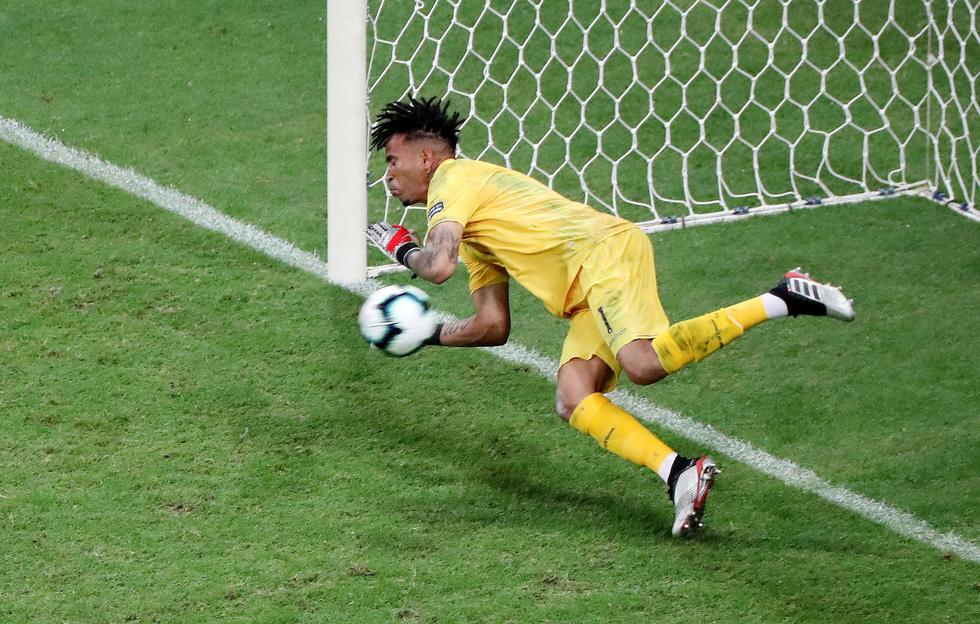Suarez sụp đổ sau khi đá hỏng luân lưu khiến Uruguay bị loại - Ảnh 2.