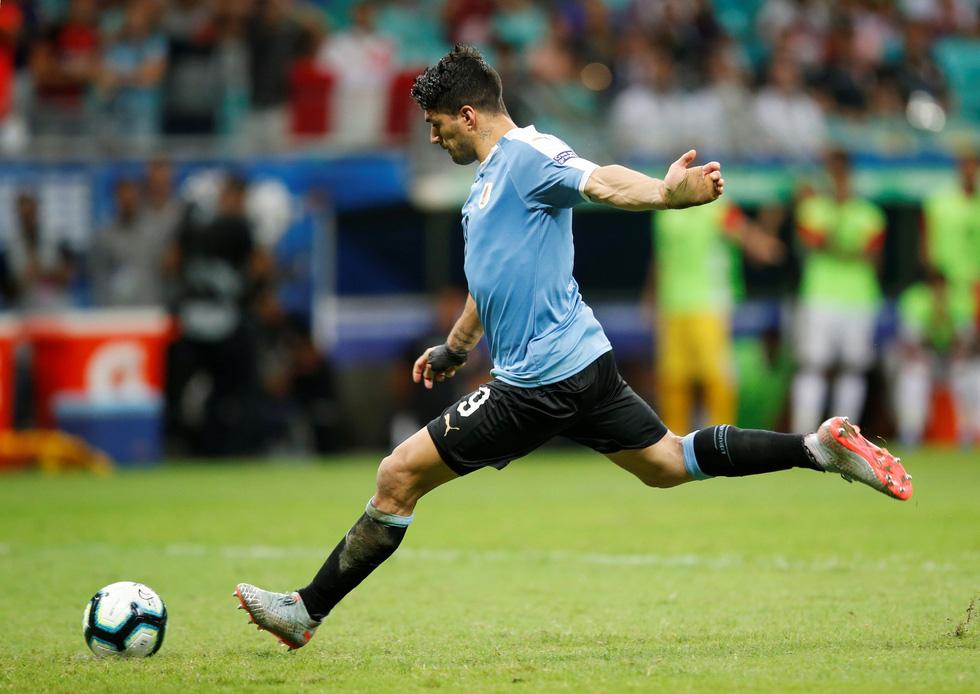 Suarez sụp đổ sau khi đá hỏng luân lưu khiến Uruguay bị loại - Ảnh 1.