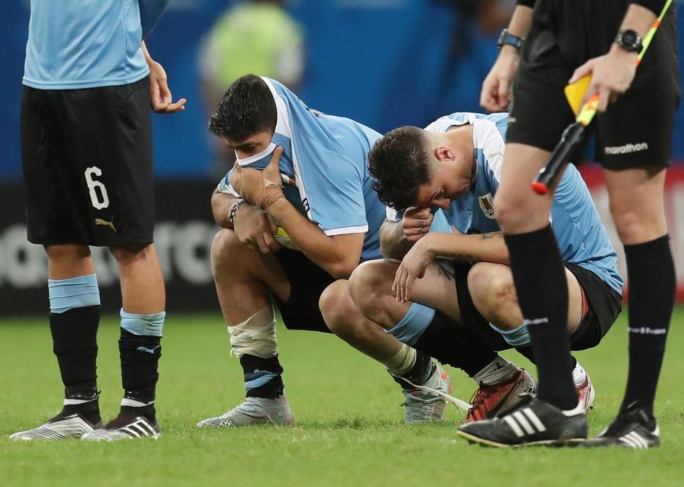Suarez sụp đổ sau khi đá hỏng luân lưu khiến Uruguay bị loại - Ảnh 5.