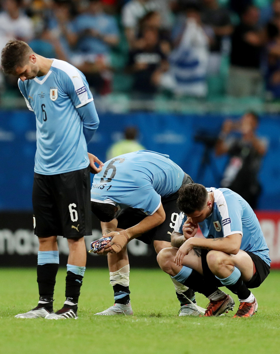 Suarez sụp đổ sau khi đá hỏng luân lưu khiến Uruguay bị loại - Ảnh 6.