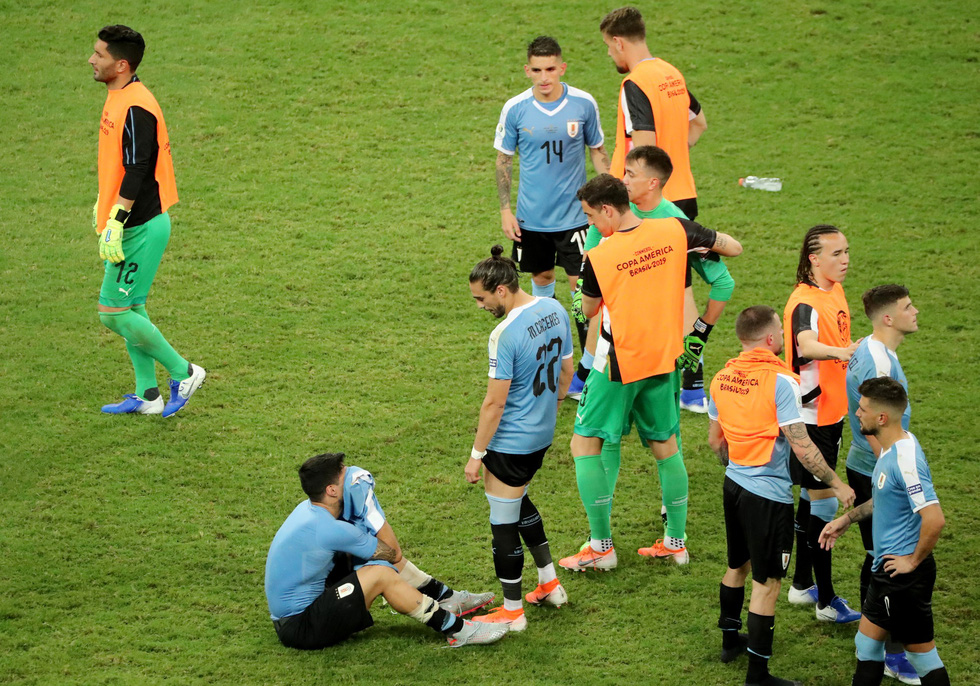 Suarez sụp đổ sau khi đá hỏng luân lưu khiến Uruguay bị loại - Ảnh 7.