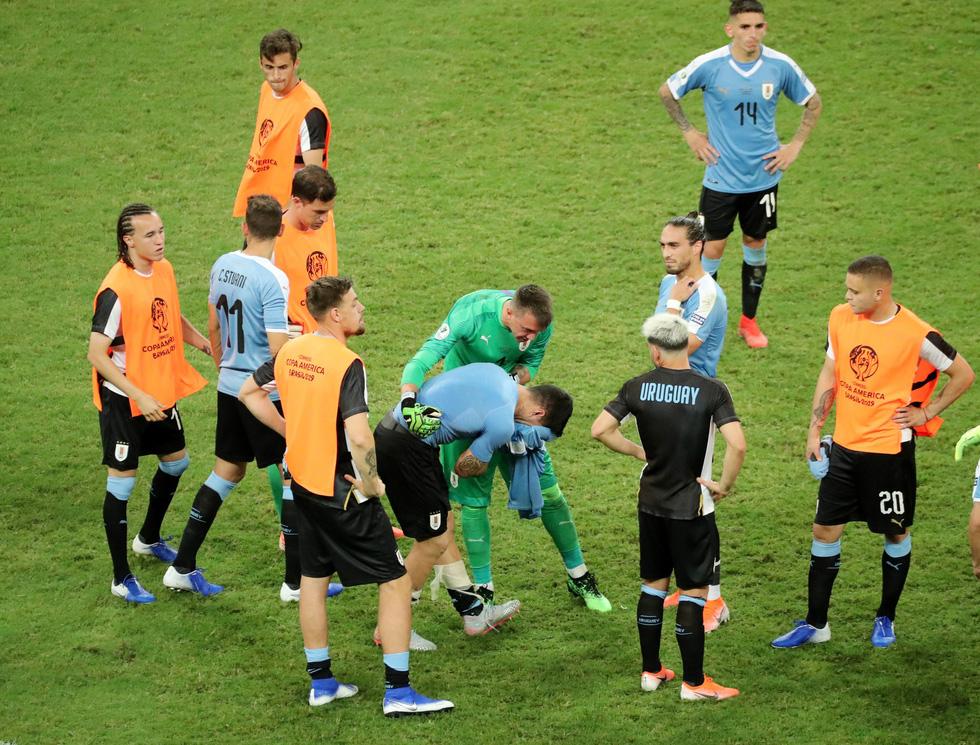 Suarez sụp đổ sau khi đá hỏng luân lưu khiến Uruguay bị loại - Ảnh 8.