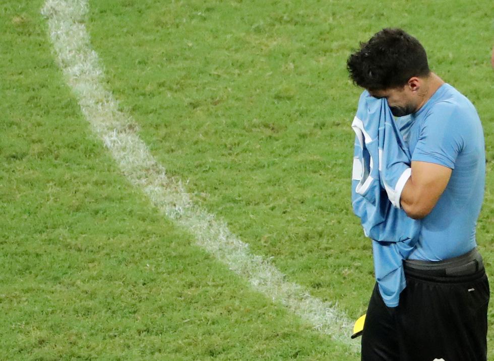 Suarez sụp đổ sau khi đá hỏng luân lưu khiến Uruguay bị loại - Ảnh 9.