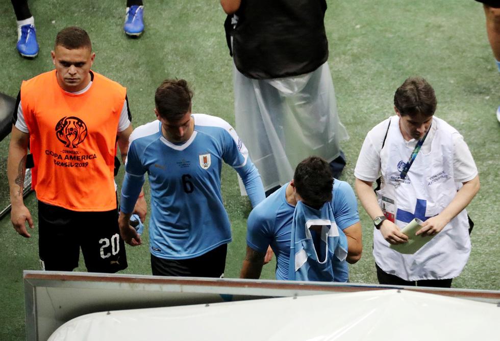 Suarez sụp đổ sau khi đá hỏng luân lưu khiến Uruguay bị loại - Ảnh 10.