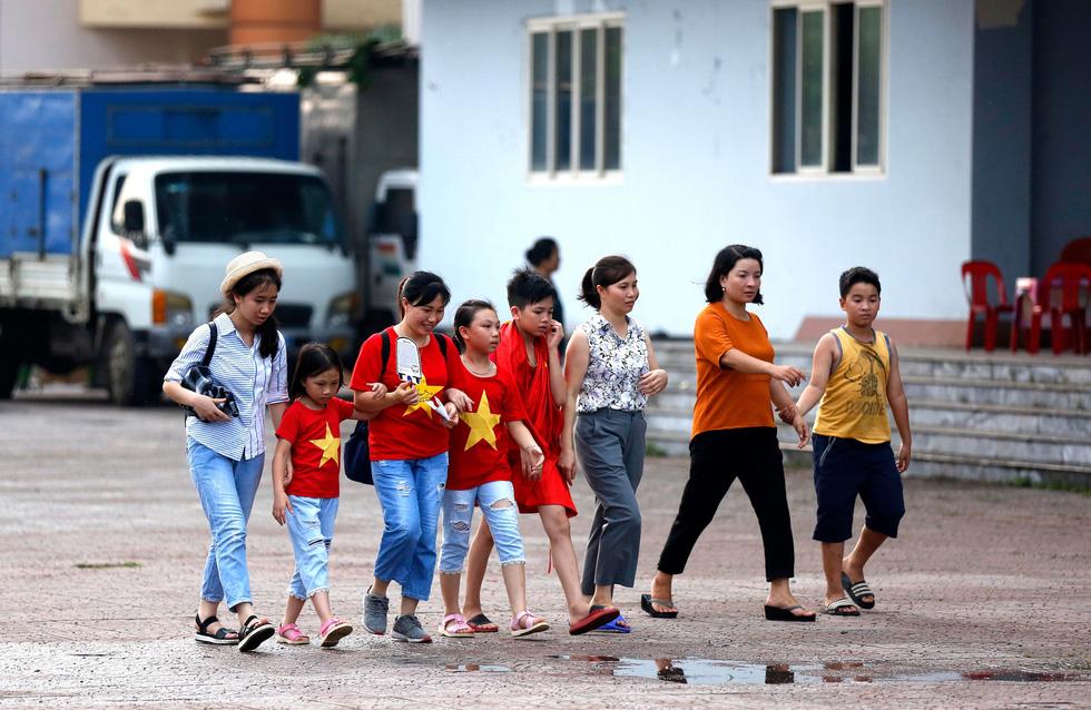 Thành phố Việt Trì đỏ rực, tiếp lửa cho U23 Việt Nam - Ảnh 5.