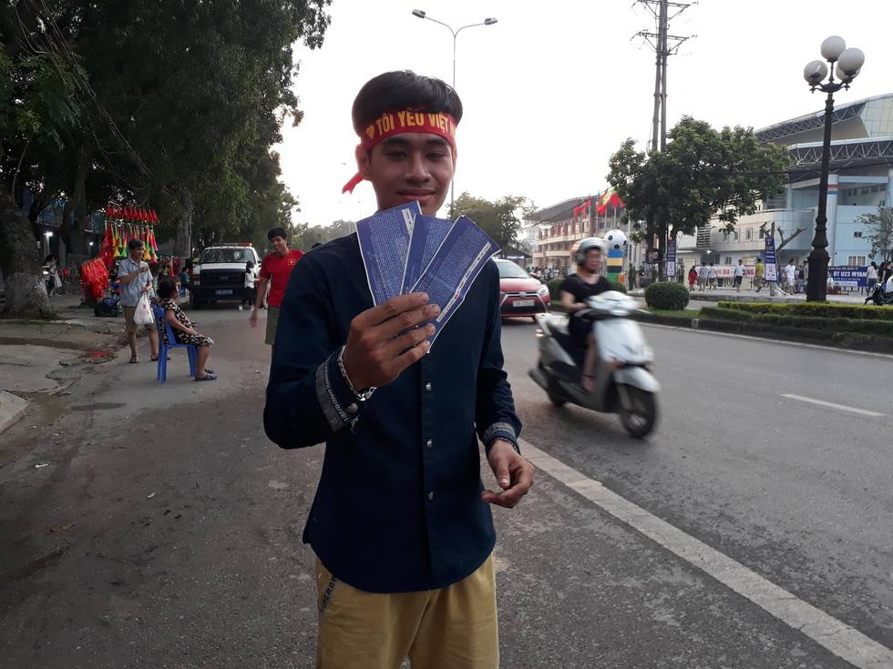 Thành phố Việt Trì đỏ rực, tiếp lửa cho U23 Việt Nam - Ảnh 3.