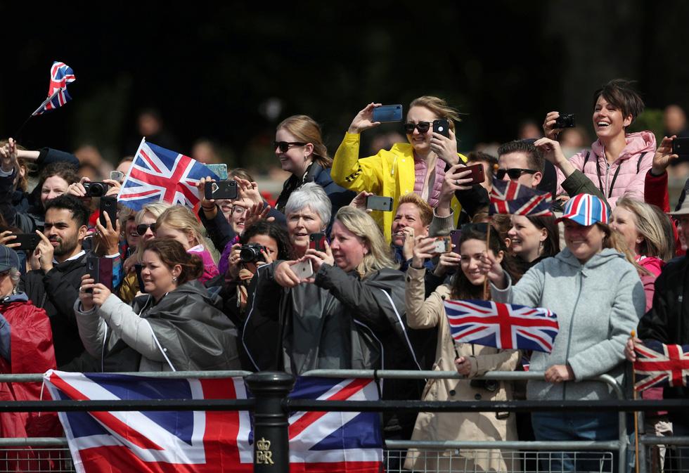 Xem hình ảnh hoành tráng lễ diễu hành mừng sinh nhật Nữ hoàng Anh - Ảnh 3.