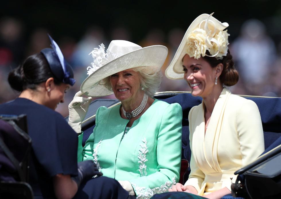 Xem hình ảnh hoành tráng lễ diễu hành mừng sinh nhật Nữ hoàng Anh - Ảnh 7.