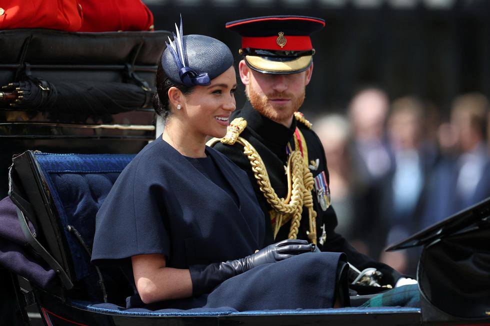 Xem hình ảnh hoành tráng lễ diễu hành mừng sinh nhật Nữ hoàng Anh - Ảnh 8.