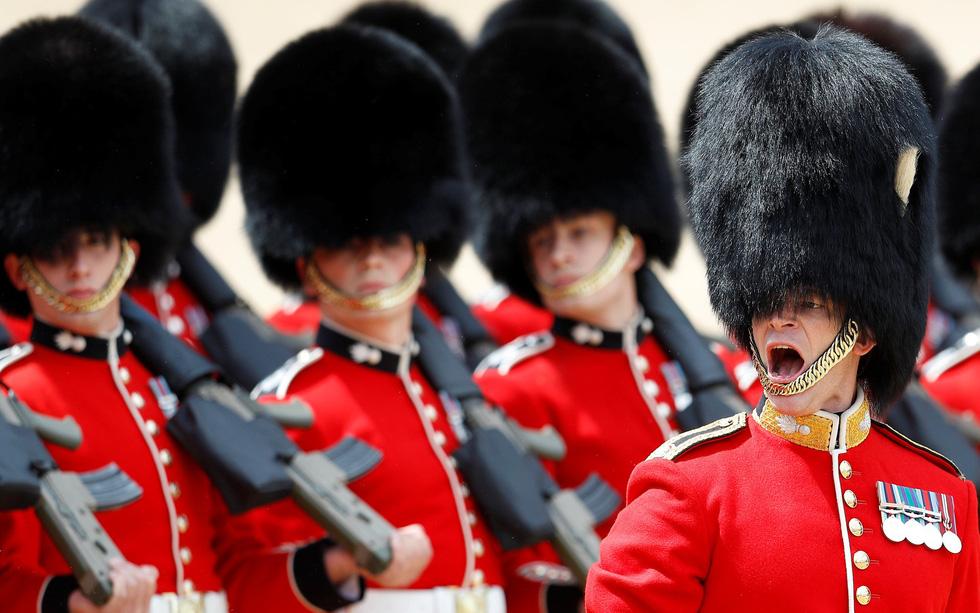 Xem hình ảnh hoành tráng lễ diễu hành mừng sinh nhật Nữ hoàng Anh - Ảnh 5.