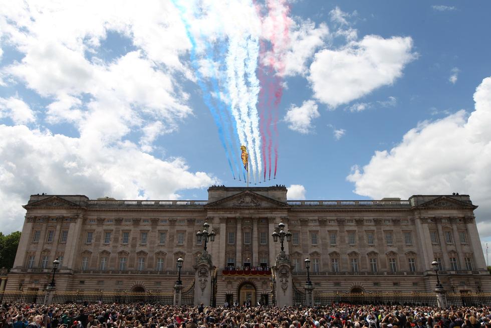 Xem hình ảnh hoành tráng lễ diễu hành mừng sinh nhật Nữ hoàng Anh - Ảnh 12.