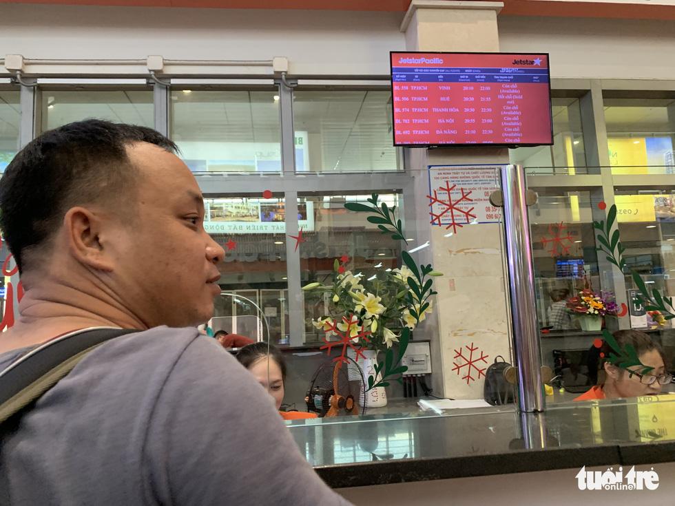 Ngưng phát thanh thông tin chuyến bay ở Tân Sơn Nhất - Ảnh 1.