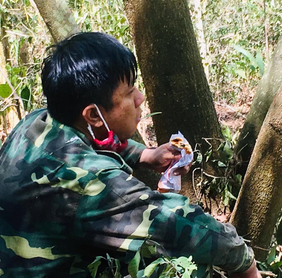 Quân dân căng mình ngày đêm chữa cháy cứu rừng - Ảnh 13.