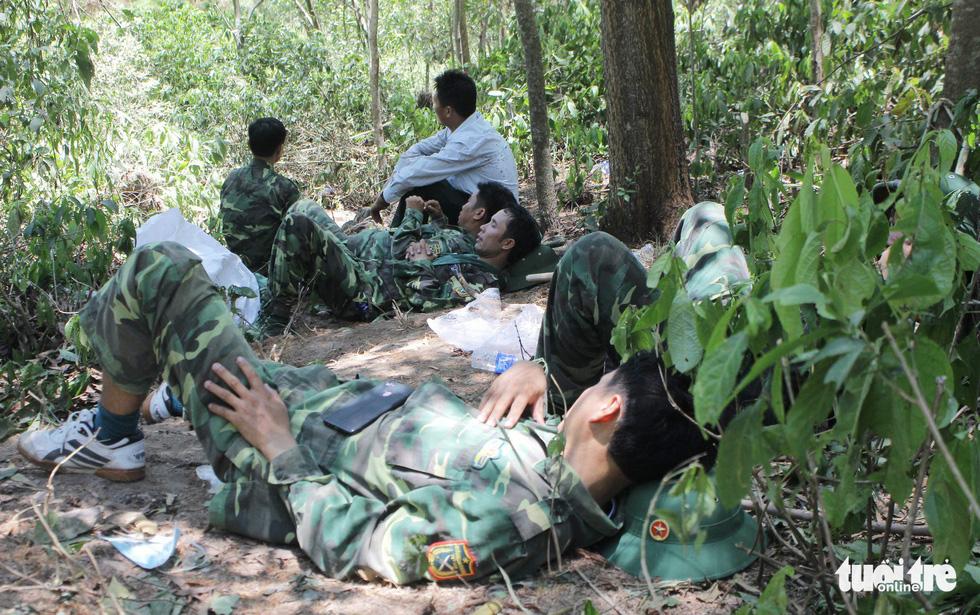 Quân dân căng mình ngày đêm chữa cháy cứu rừng - Ảnh 14.