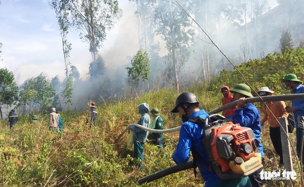 Quân dân căng mình ngày đêm chữa cháy cứu rừng - Ảnh 6.