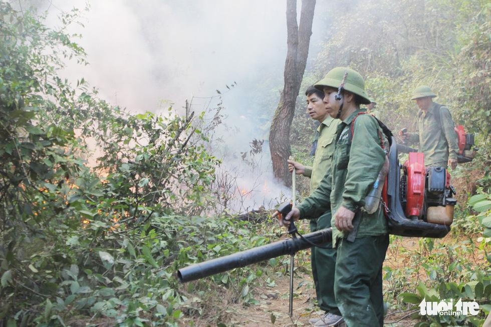 Quân dân căng mình ngày đêm chữa cháy cứu rừng - Ảnh 8.