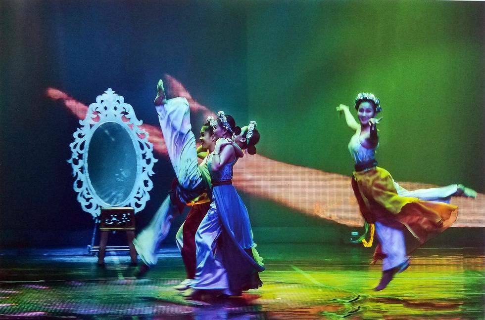 Động, tĩnh và thần thái đầy thách thức của Múa qua mắt Hồng Nga - Ảnh 9.