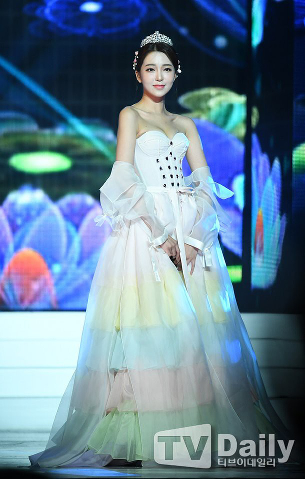 Miss Korea 2019 bị dân mạng Hàn phản ứng dữ dội: Giống áo ngực hơn hanbok - Ảnh 6.