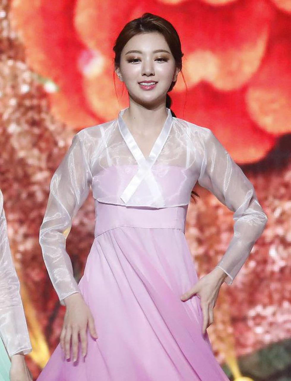 Miss Korea 2019 bị dân mạng Hàn phản ứng dữ dội: Giống áo ngực hơn hanbok - Ảnh 4.