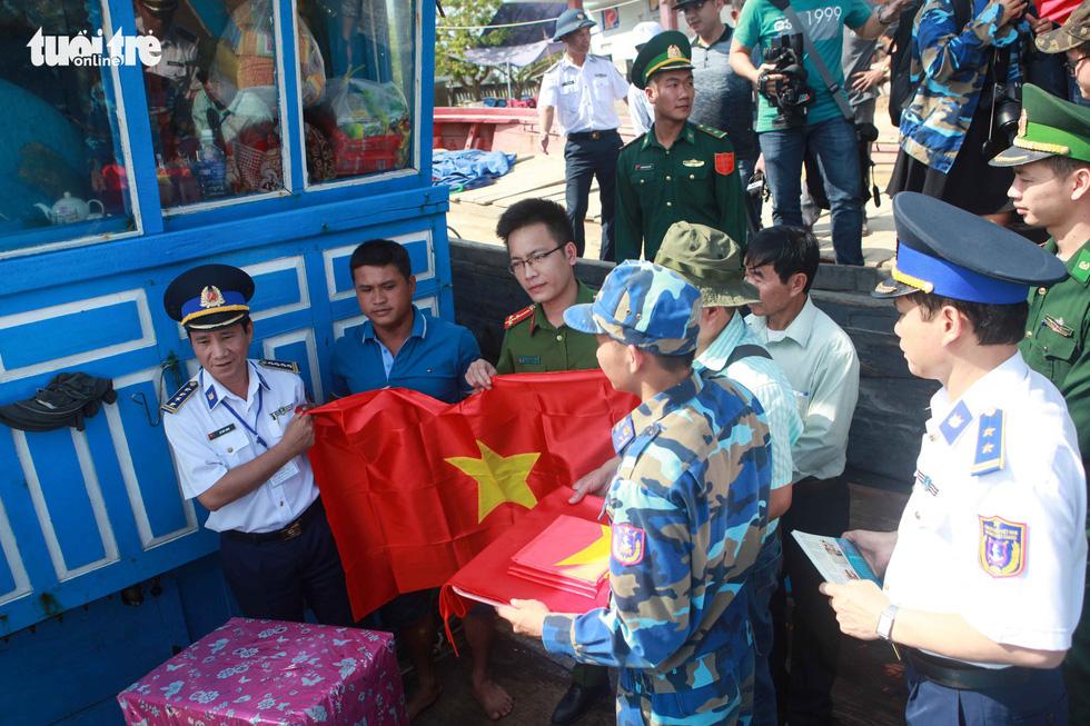 Anh ngư dân cứu 32 người Trung Quốc từng bị tàu Trung Quốc bắn cháy tàu - Ảnh 3.