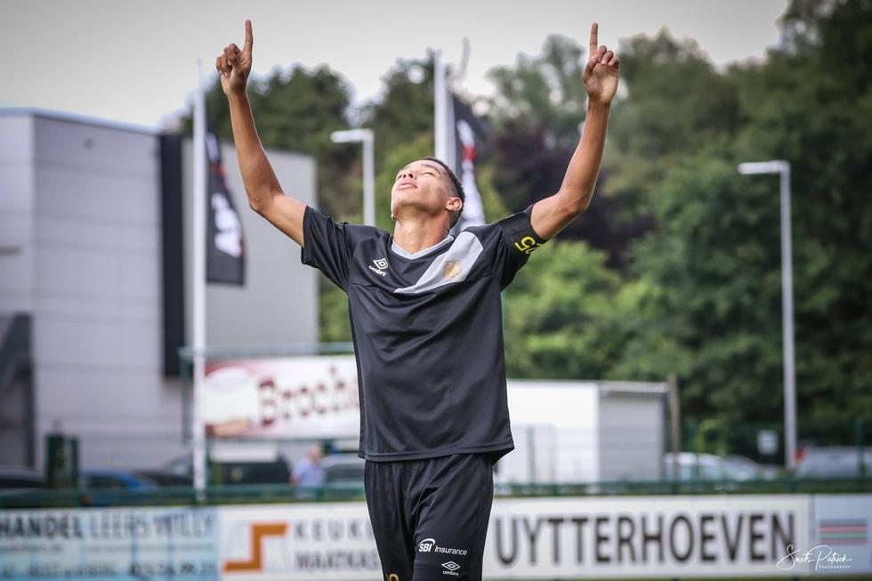 Công Phượng tươi cười khi chứng kiến đồng đội đá bại Gent - Ảnh 4.