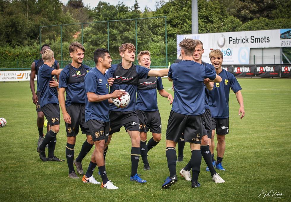 Công Phượng tươi cười khi chứng kiến đồng đội đá bại Gent - Ảnh 1.