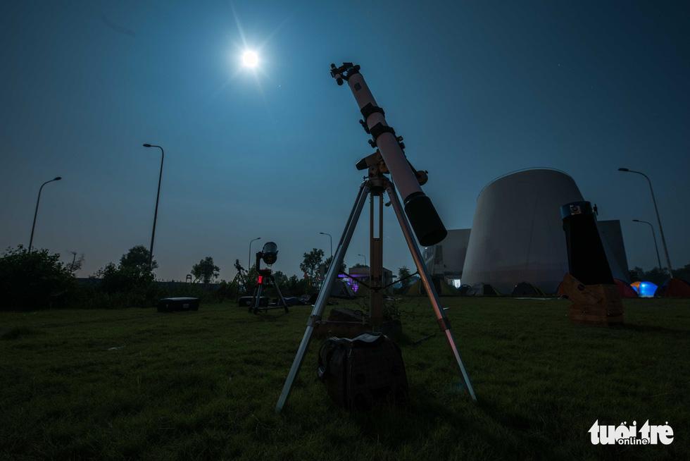 Ngắm nguyệt thực tại đài thiên văn lớn nhất miền Bắc - Ảnh 1.