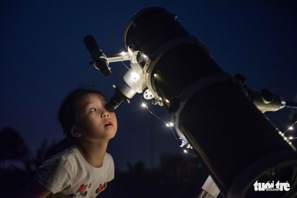 Ngắm nguyệt thực tại đài thiên văn lớn nhất miền Bắc - Ảnh 8.