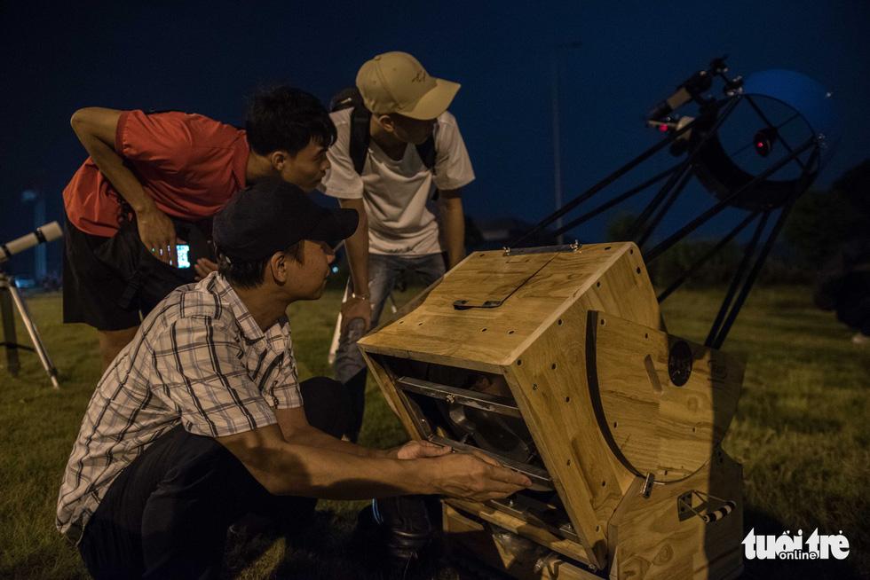 Ngắm nguyệt thực tại đài thiên văn lớn nhất miền Bắc - Ảnh 5.