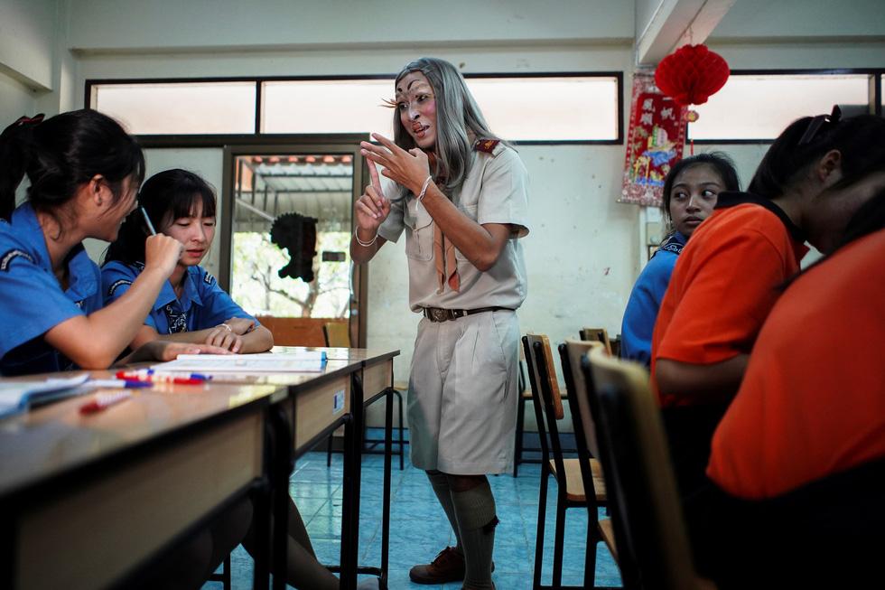 Thầy quái ở Thái Lan - Ảnh 14.