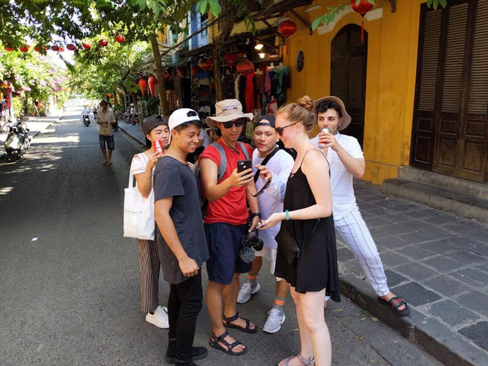 6 YouTuber nổi tiếng thế giới đến Việt Nam bơi sông ngầm quảng bá du lịch - Ảnh 8.
