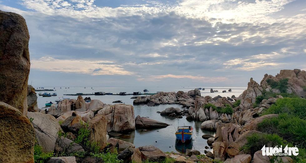 Lội biển qua đảo Kê Gà ở Hàm Thuận Nam - Ảnh 4.