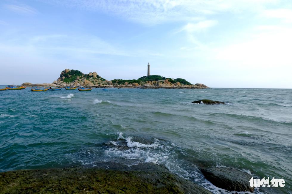 Lội biển qua đảo Kê Gà ở Hàm Thuận Nam - Ảnh 3.