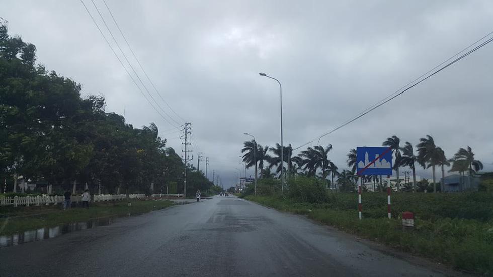Bão đã đổ bộ gây sụt lở đường, khiến 2 người chết ở Thanh Hóa - Ảnh 6.