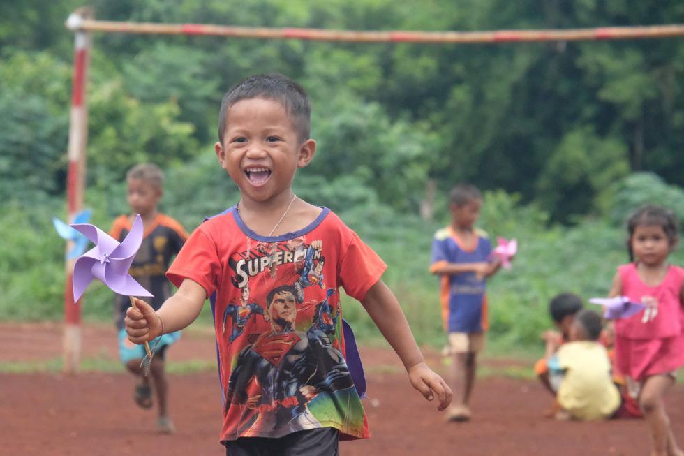 Mùa yêu thương trên đất Lào - Ảnh 6.