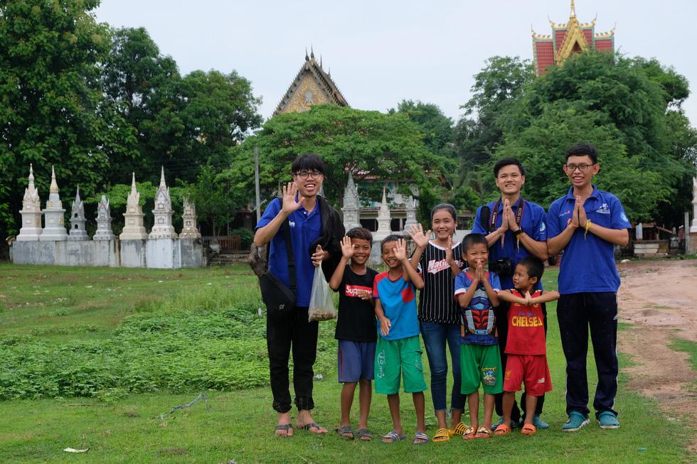 Mùa yêu thương trên đất Lào - Ảnh 7.