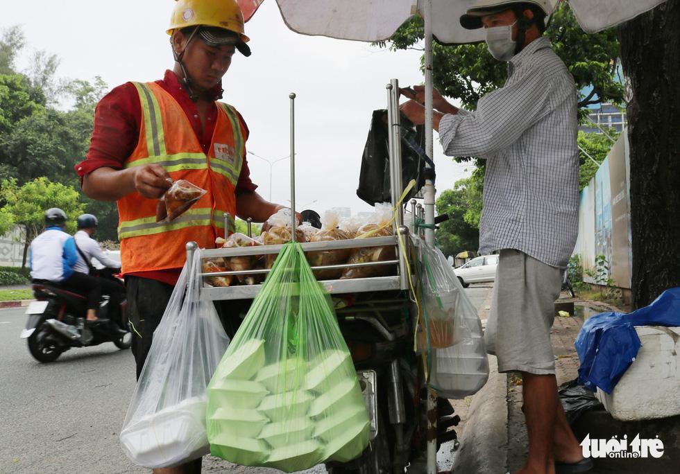 Ăn uống trong nhựa và sống với... rác thải nhựa - Ảnh 4.