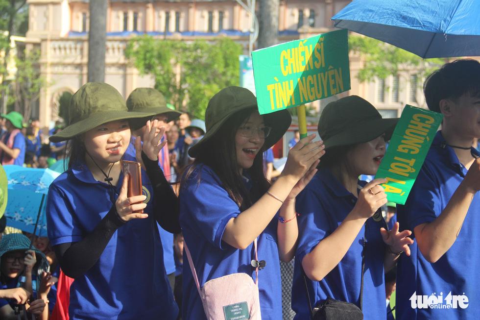 Hàng ngàn bạn trẻ xuất quân Mùa hè xanh 2019 - Ảnh 12.