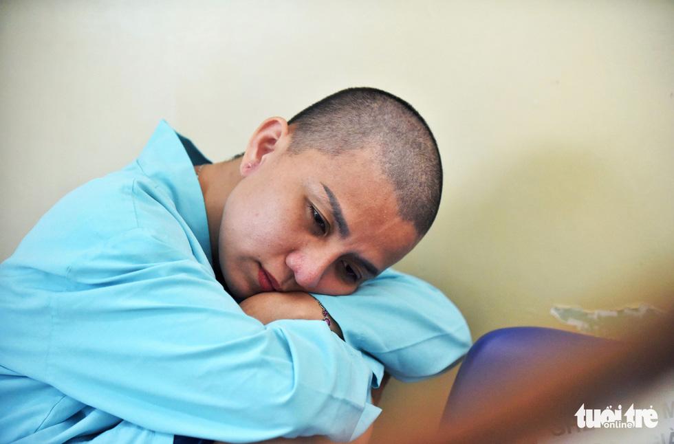 Người mẹ cạo đầu để cùng con chống chọi với ung thư - Ảnh 11.