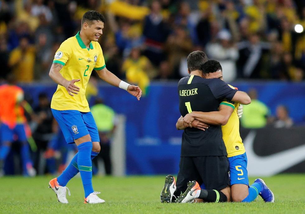 Tuyển Brazil tưng bừng mừng ngôi vương ở Copa America 2019 - Ảnh 7.