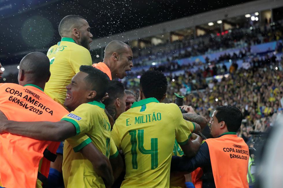 Tuyển Brazil tưng bừng mừng ngôi vương ở Copa America 2019 - Ảnh 6.