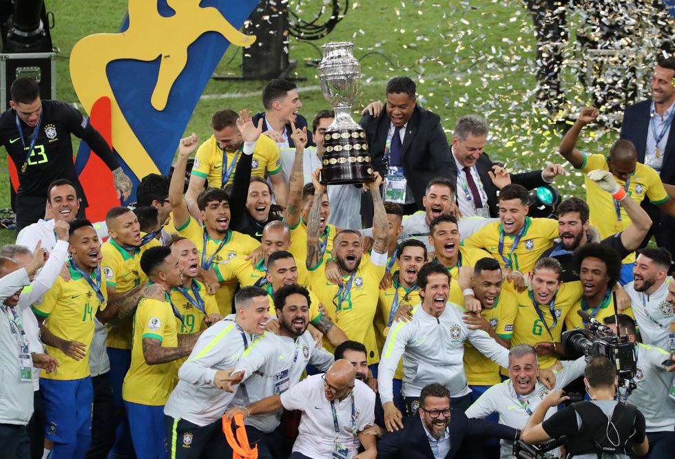 Tuyển Brazil tưng bừng mừng ngôi vương ở Copa America 2019 - Ảnh 10.