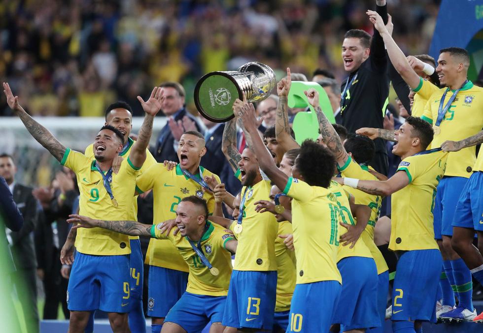 Tuyển Brazil tưng bừng mừng ngôi vương ở Copa America 2019 - Ảnh 9.