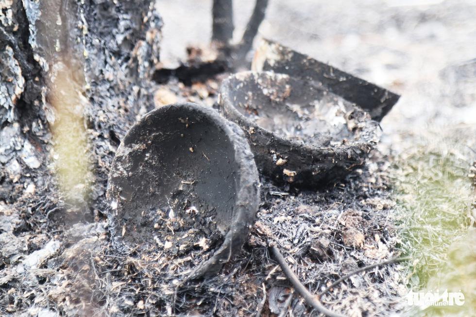 Dân Hà Tĩnh xót xa nhìn rừng thông bị 'giặc lửa' thiêu rụi - Ảnh 6.