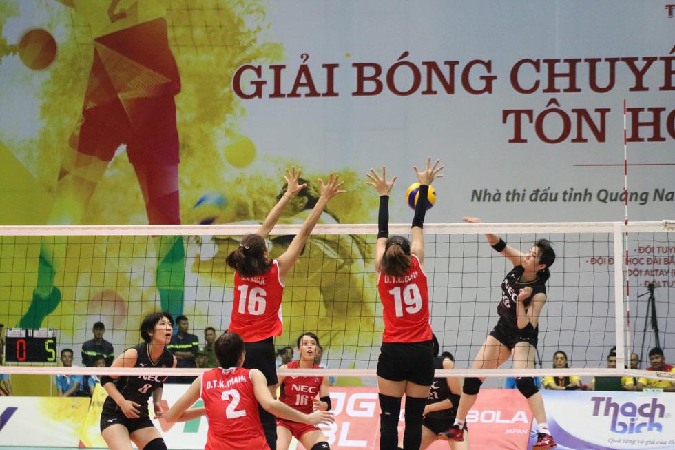 Tuyển nữ Việt Nam ngậm ngùi lỡ ngôi vô địch giải bóng chuyền VTV cup - Ảnh 1.